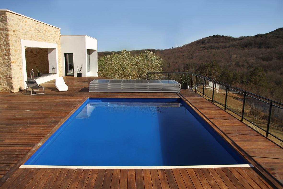 abri de piscine plat en bout de bassin